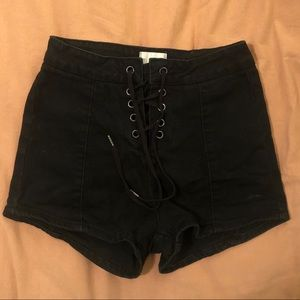 Amuse Society Tie Front Shorts Size 25 Black